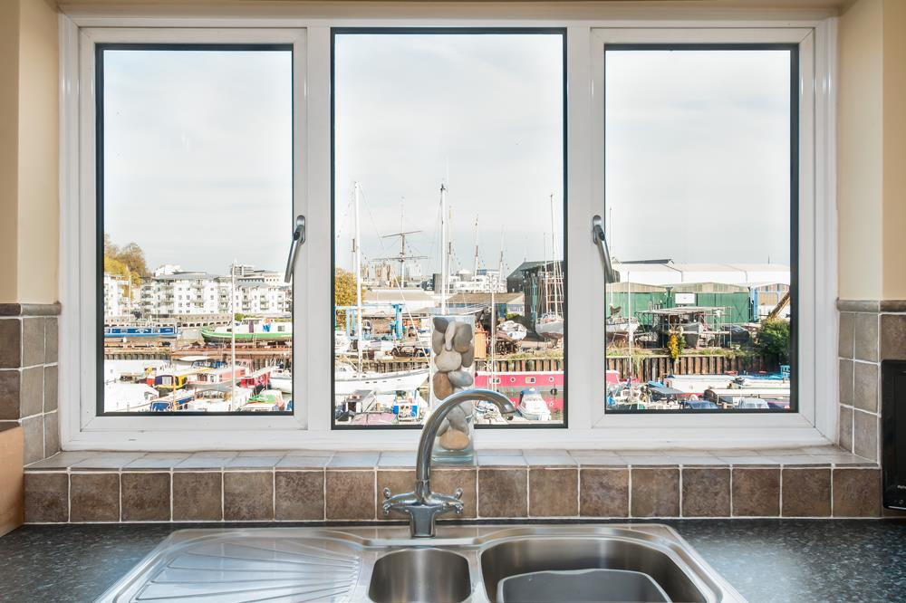 3 bed flat for sale in Portland Court, Cumberland Close, Bristol  - Property Image 7