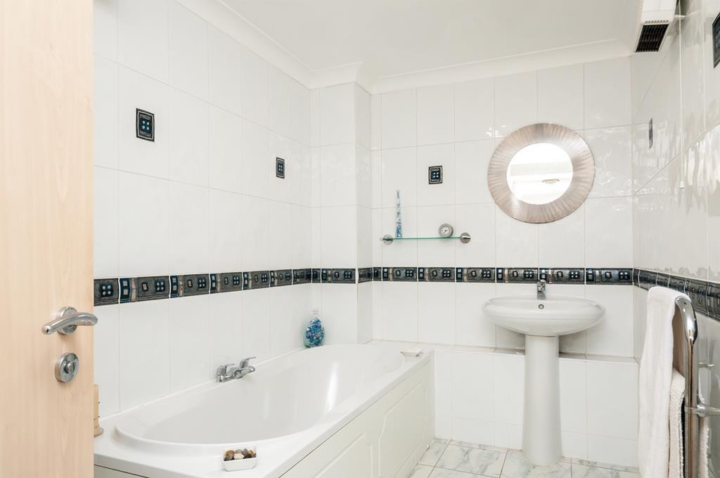 3 bed flat for sale in Portland Court, Cumberland Close, Bristol 12