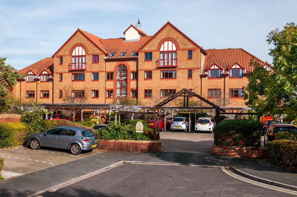 3 bed flat for sale in Portland Court, Cumberland Close, Bristol 15