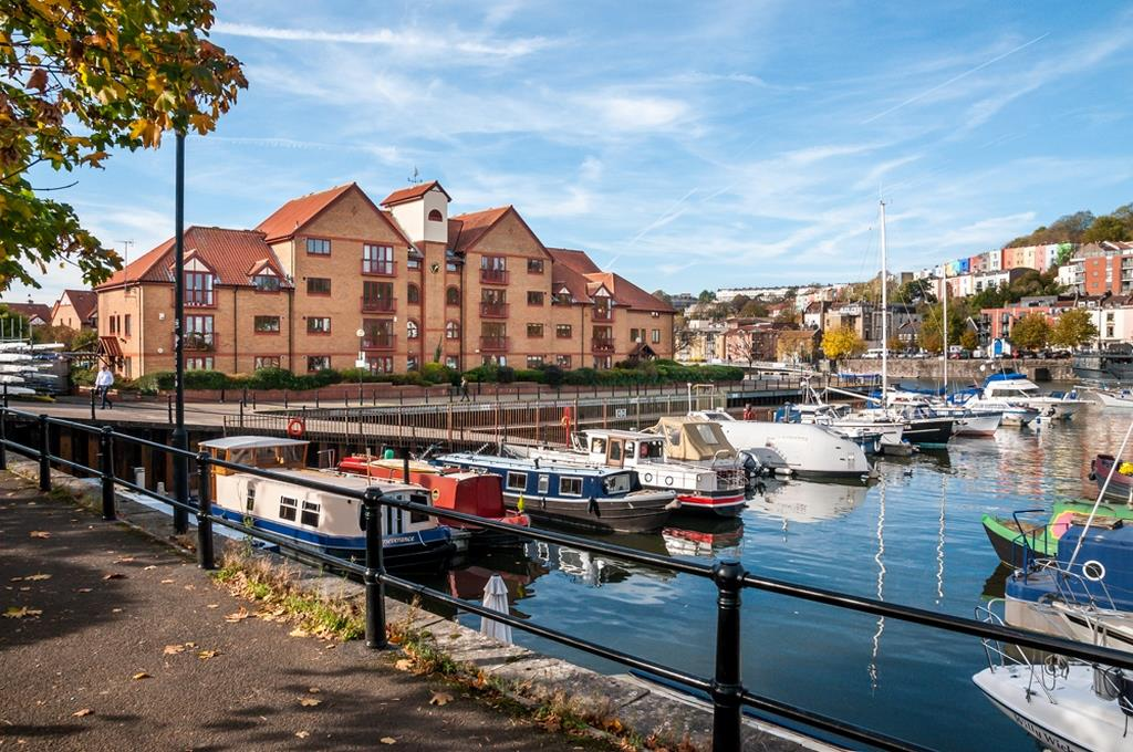 3 bed flat for sale in Portland Court, Cumberland Close, Bristol  - Property Image 2