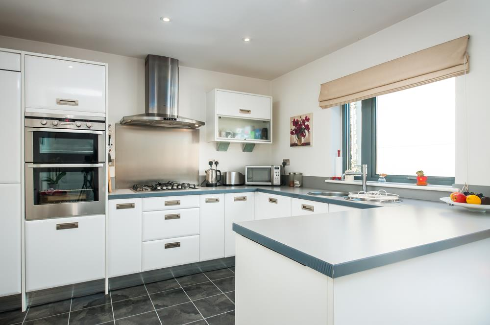 4 bed house for sale in Chapter Walk, Bristol 5