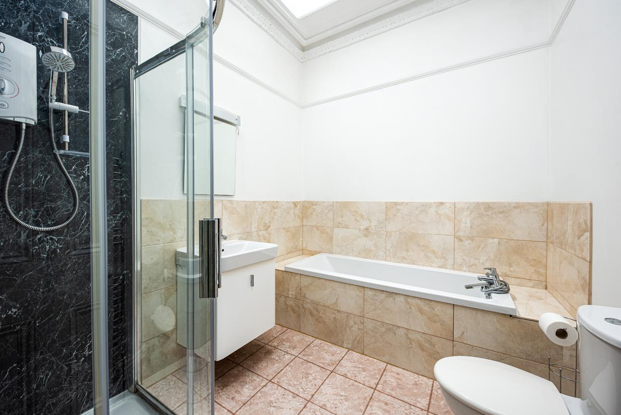 3 bed apartment to rent in Westfield Park, Bristol 5