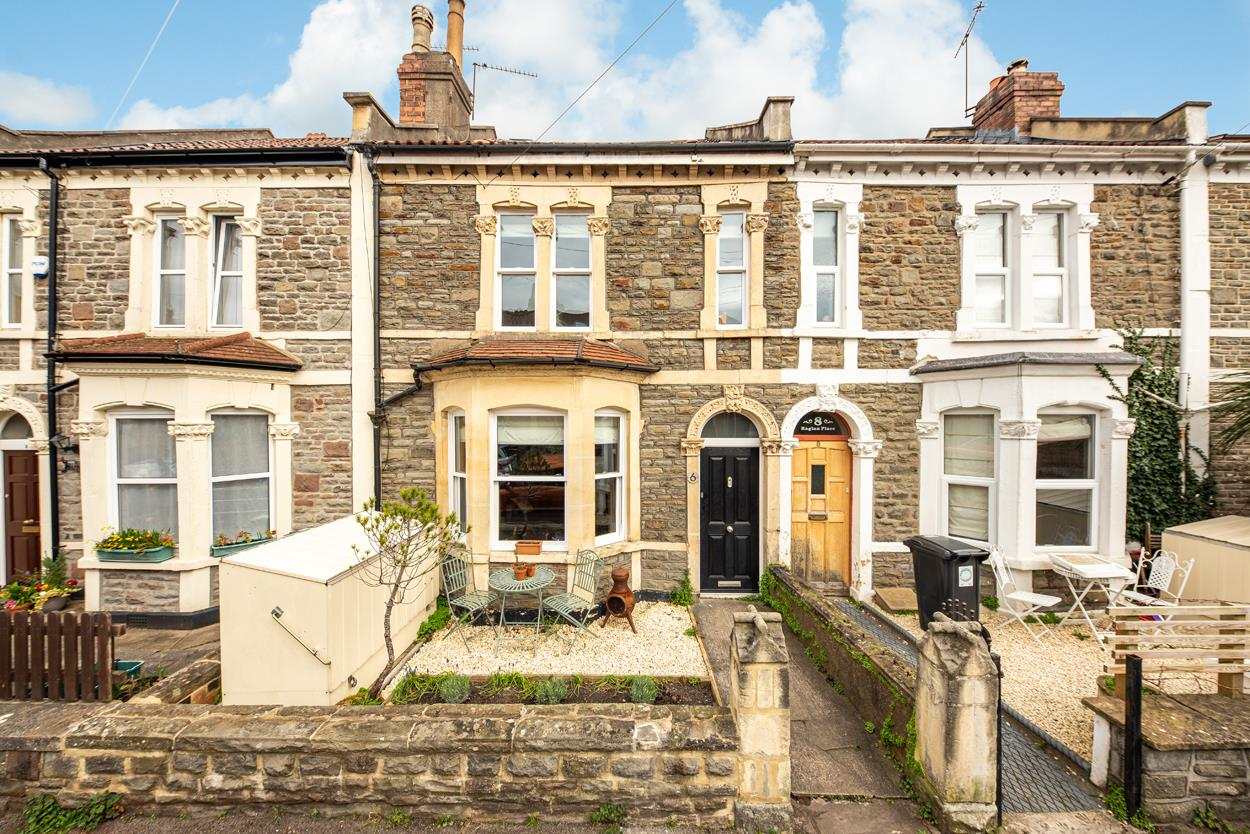 3 bed terraced house for sale in Raglan Place, Bristol - Property Image 1