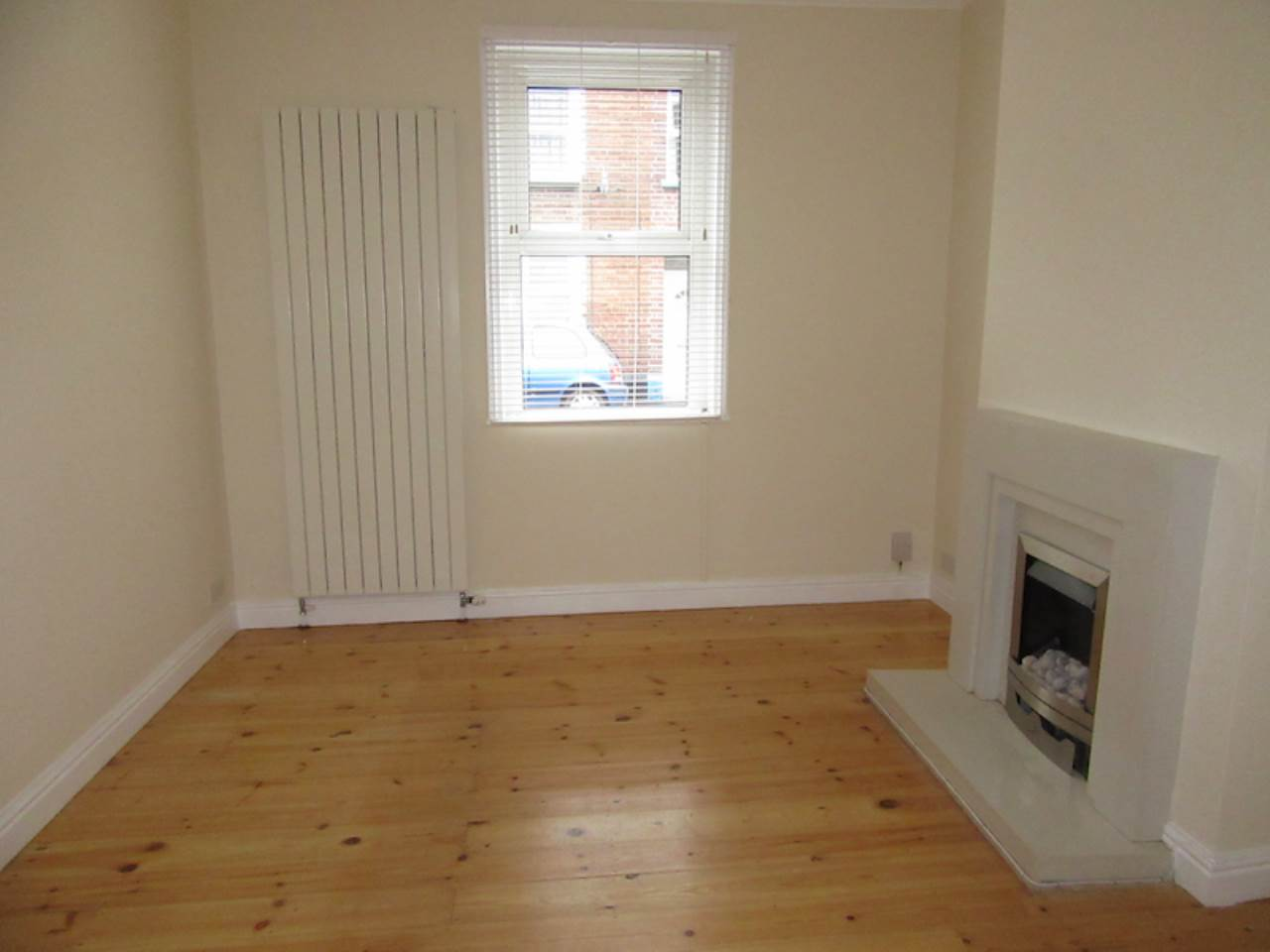 2 bed terraced house to rent in Oxford Street 0