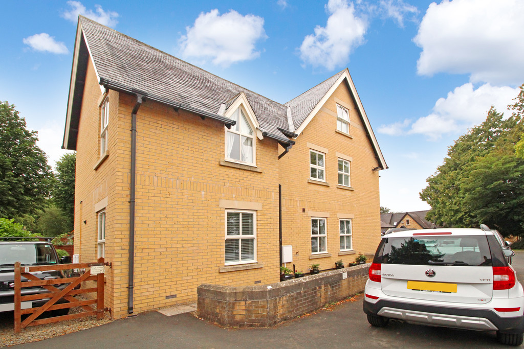 A well presented two bedroom ground floor apartment situated in a quiet location on the outskirts of the market town of Hexham