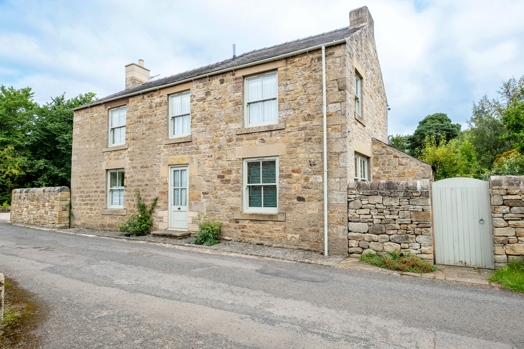 Yew Tree Cottage is a peaceful, spacious and well maintained stone house, built circa 1890 with later extension. The property is pleasantly situated on a no-through lane and close to lovely river walks and local pub.