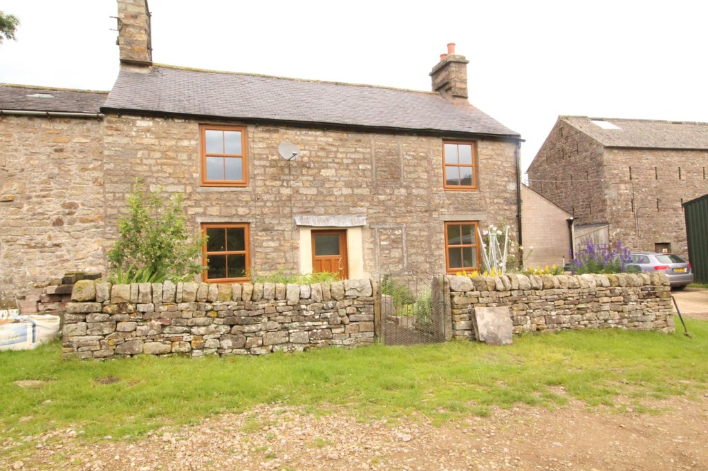 Knarr Farm is a spacious stone built 2/3 bedroom property situated in a rural location with stunning countryside views.