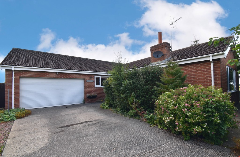 A capacious four bedroom detached bungalow occupying a head of cul-de-sac location with views over fields to two sides. Benefitting from well-proportioned rooms, a double garage and ample off street parking. The property would benefit from modernising throughout.