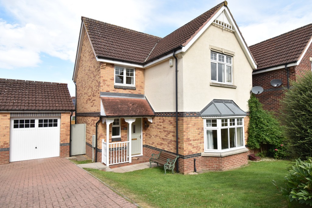 4 bed detached house to rent in Harewood Chase, Northallerton 1