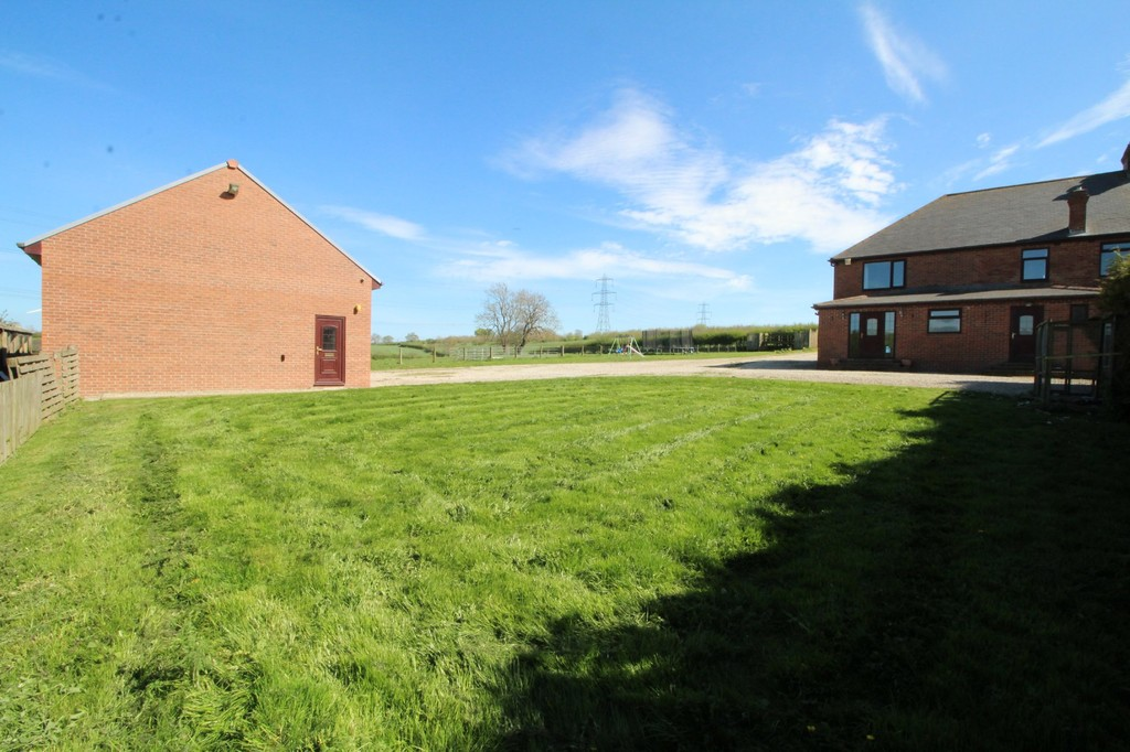 4 bed semi-detached house to rent, Durham  - Property Image 14