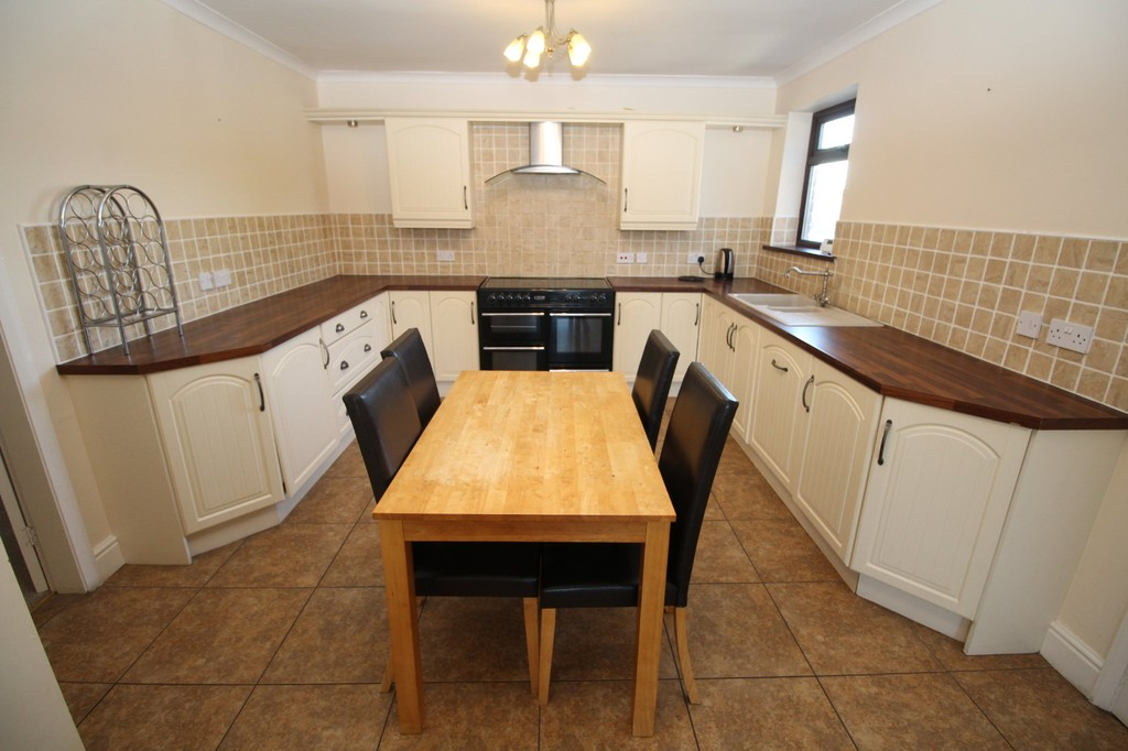 4 bed semi-detached house to rent, Durham 1