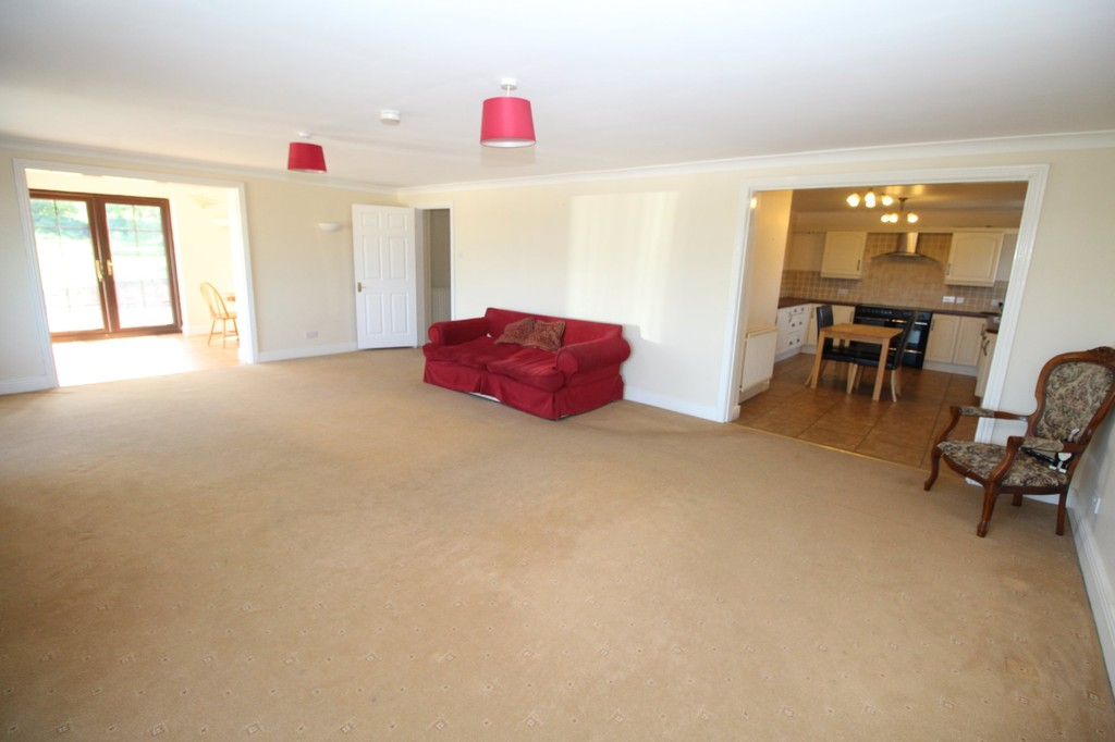 4 bed semi-detached house to rent, Durham 2