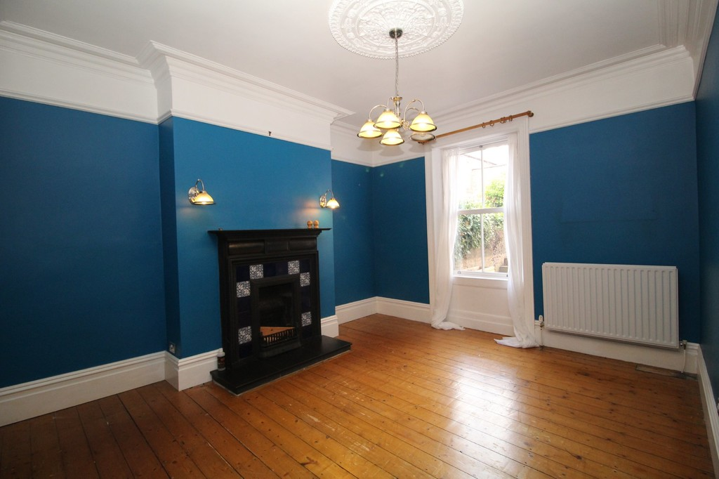 4 bed terraced house to rent in Leazes Crescent, Hexham 2