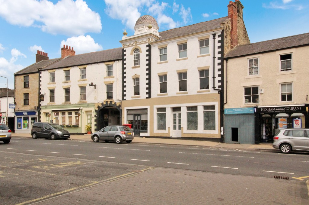Two bedroom contemporary apartment in the centre of the popular market town of Hexham.