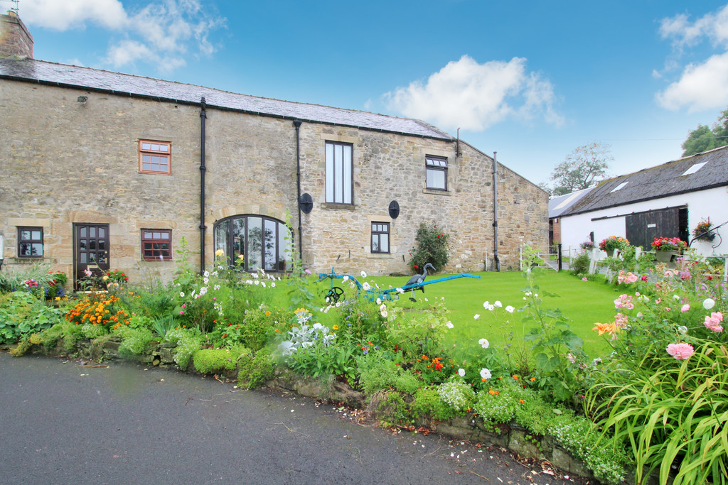 Highford Farm Cottage is a four bedroom barn conversion situated in an elevated position enjoying picturesque far reaching countryside views on the outskirts of the popular market town of Hexham.