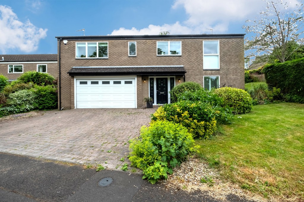 A beautiful detached house in the desirable west end of Hexham overlooking Hexham Golf Club in the Shaws Park development. This four/five bedroom property benefits from split-level spacious living with mature terraced gardens to the rear.