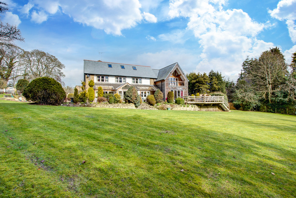 High Woodley is a fantastic five bedroom family home, occupying a superb and substantial plot with private and mature gardens on the outskirts of the desirable market town of Hexham.
