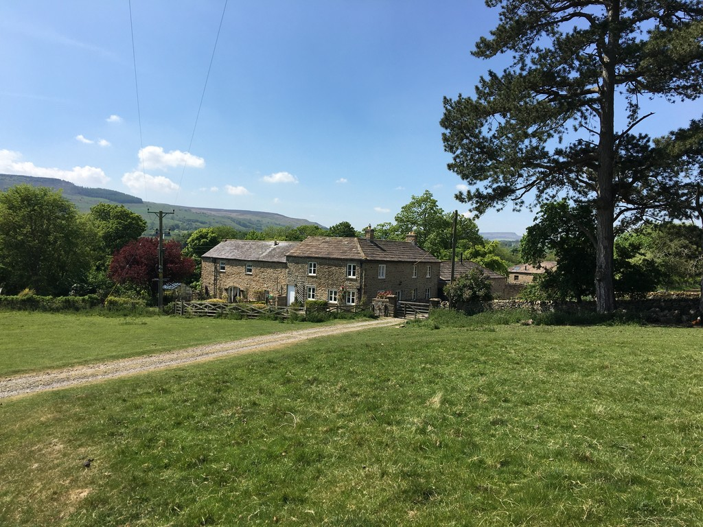 Low Lodge is a good sized stone-built house situated on a private country estate in Lower Wensleydale, enjoying views across parkland and the River Yore.  The property has four bedrooms, central heating, an outbuilding and a garden.
