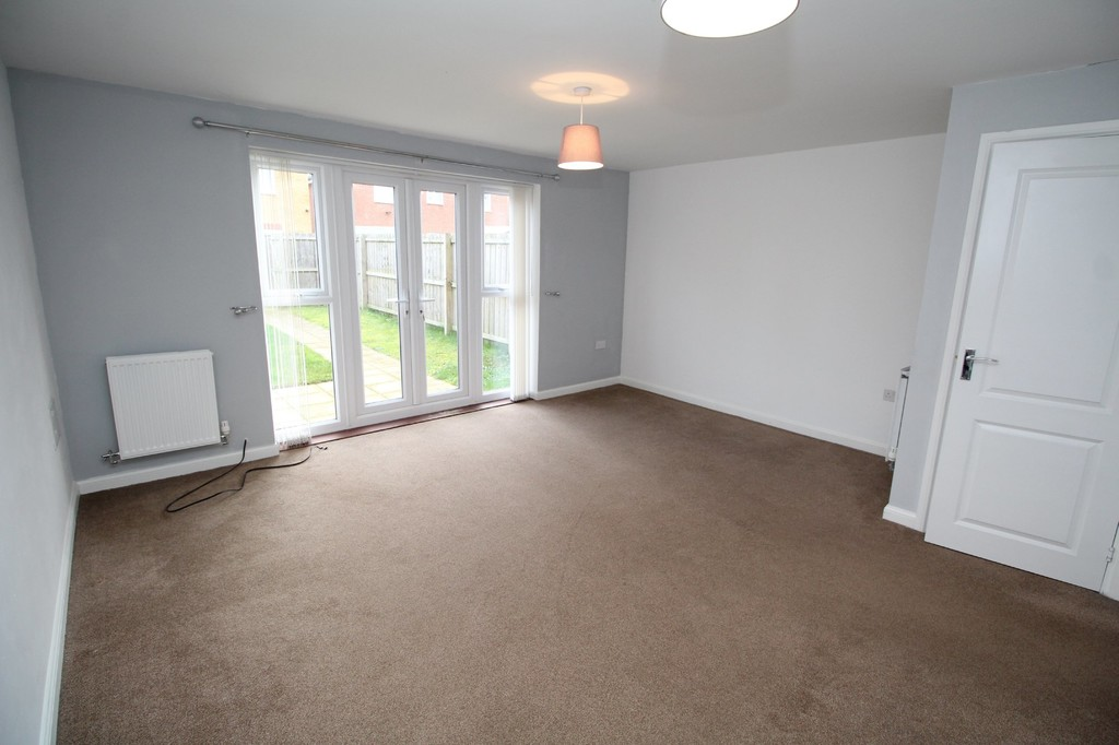 3 bed semi-detached house to rent in Brock Close, Stockton-on-Tees 2