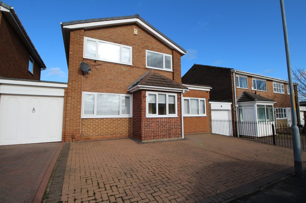 An extremely well presented and recently refurbished 3 bedroom link detached with 2 reception rooms. Situated in sought after residential cul-de-sac. With private garden to the rear and offering off street parking to the front, this family home would appeal to many.