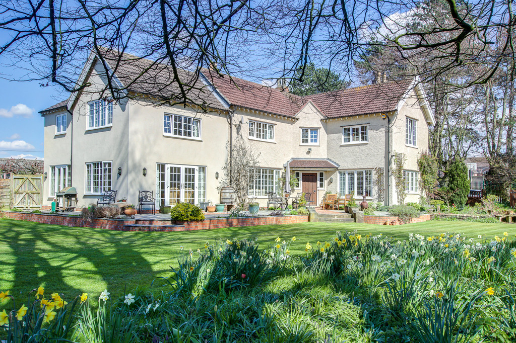 One of the most imposing & spacious detached houses to come to the market in the locality in recent years located on a generous plot within easy reach distance of the town, mainline station & A1 & A19 This characterful & versatile home could be split to create a self-contained single storey annexe if required.