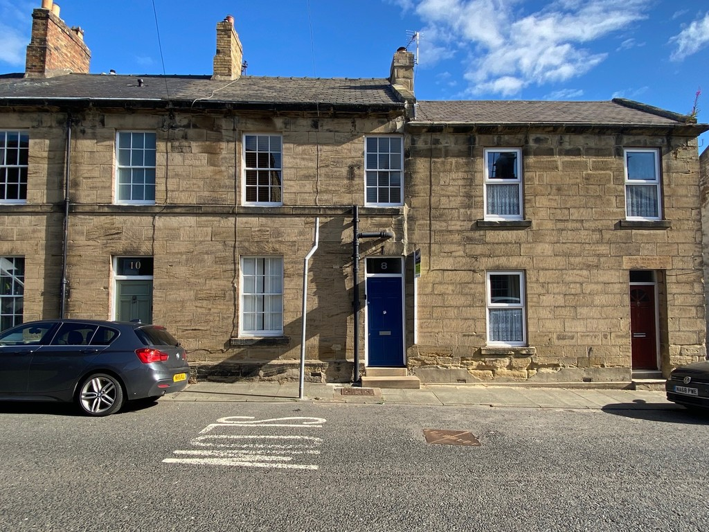 Traditional two bedroom terraced house, ideally positioned in Alnwick Town Centre.