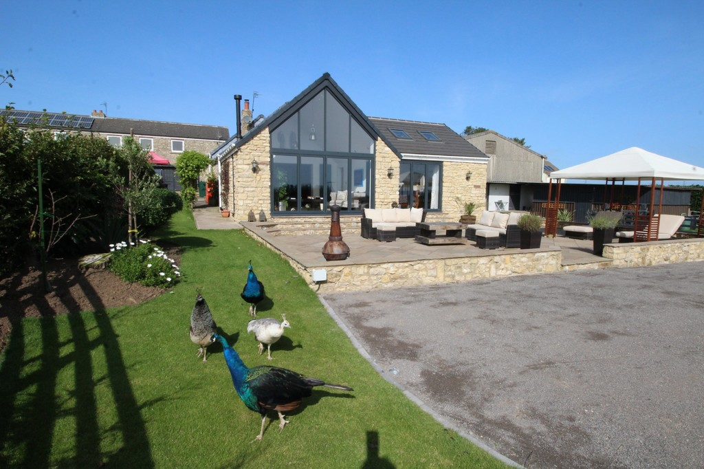 A beautifully designed farm cottage which has been converted and recently extended to create a spectacular atrium living room and newly added master suite. Complete with approx. 2.75 acres this includes 4 stables, pasture, barn/storage and kennels. A truly  unique property offering fabulous living and superb outdoor facilities.