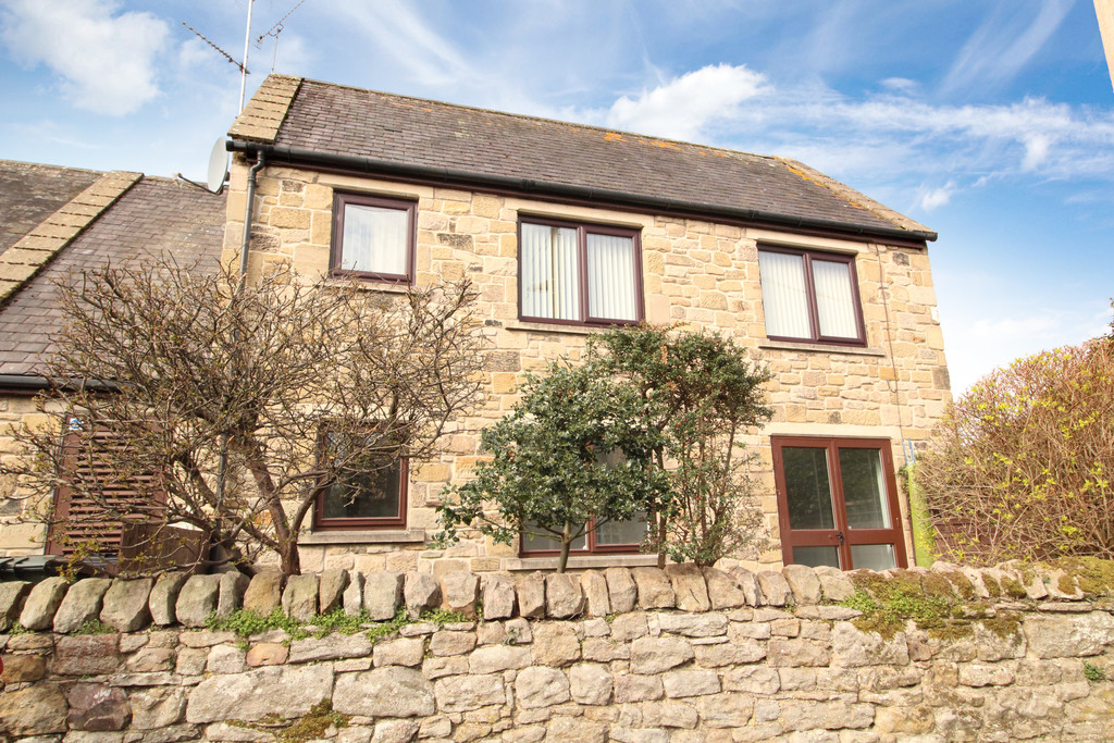 A newly decorated two bedroom ground floor retirement apartment located in the desirable village of Riding Mill.