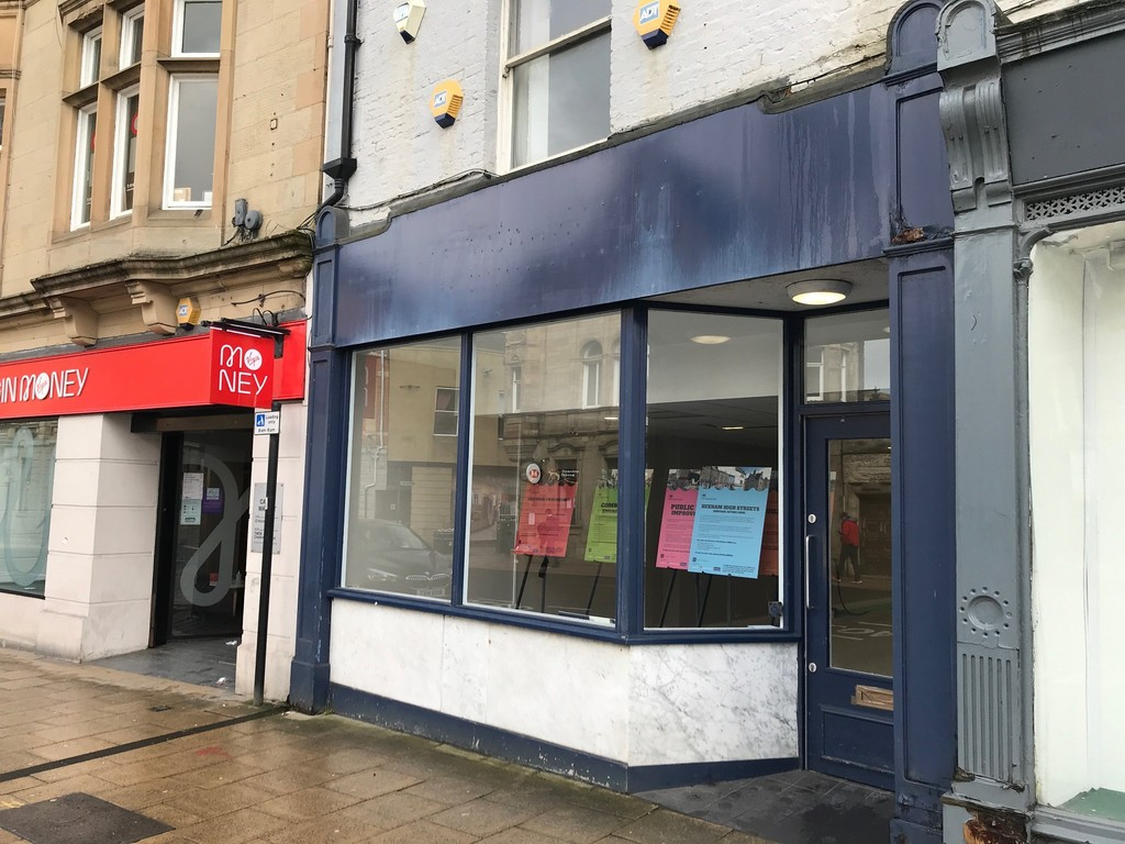 Ground floor retail. Town centre location. Popular Market Town. Rent £16,000 per annum