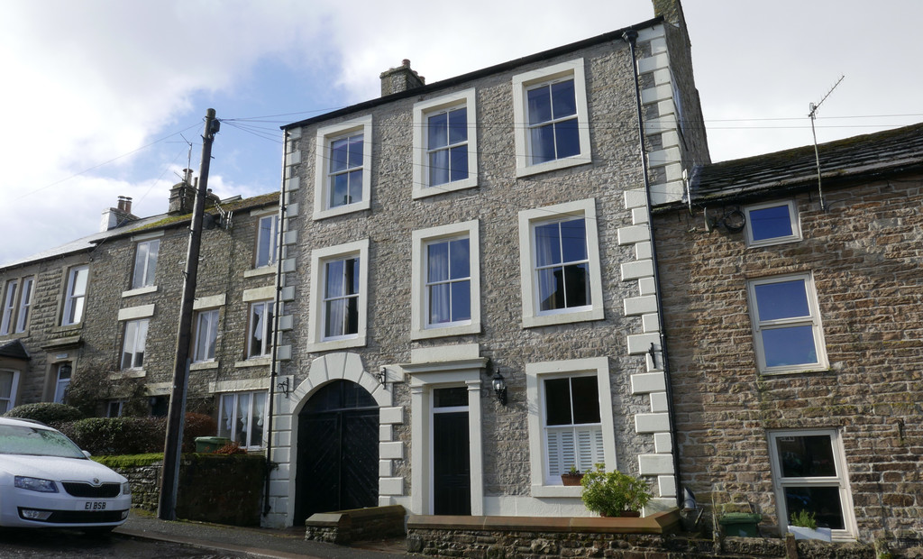 Albert House is an attractive, stone built four bedroom property pleasantly situated within the heart of the historic market town of Alston.