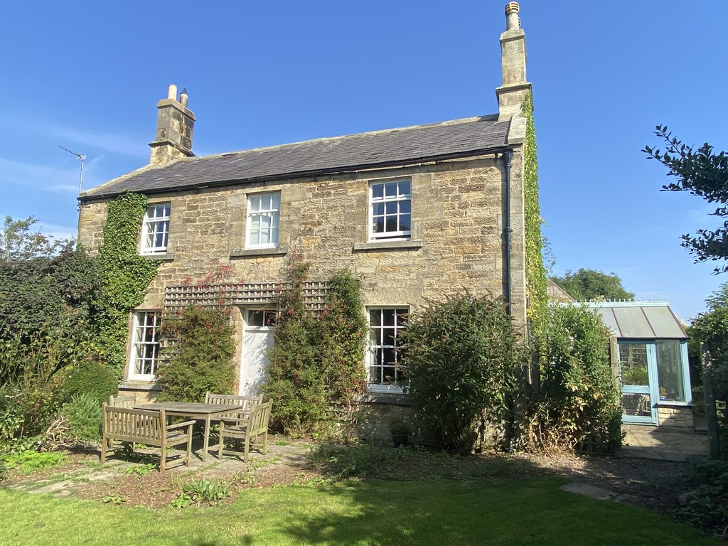 A charming stone-built family home situated in approximately 1.5 acre of grounds. Hound Dean House is conveniently located only a stone throw from the village of Warkworth. The property offers spacious accommodation with character, charm and vast outside space.