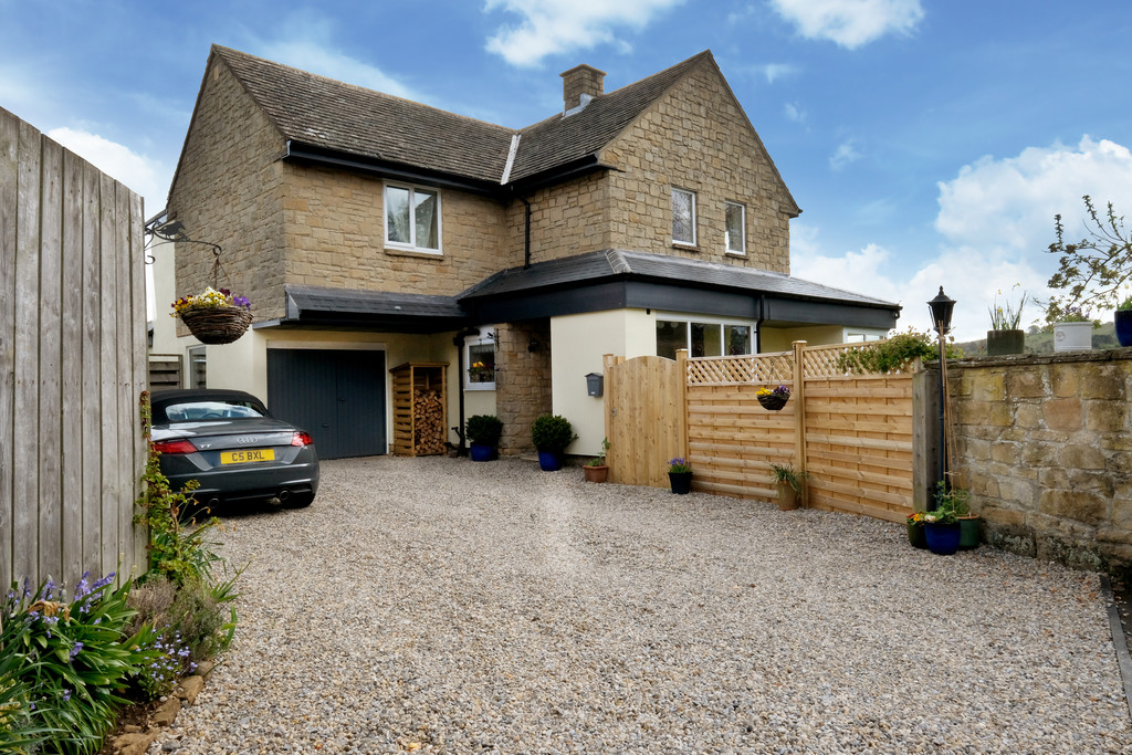 5 bed detached house for sale in Waynriggs Close, Hexham  - Property Image 1