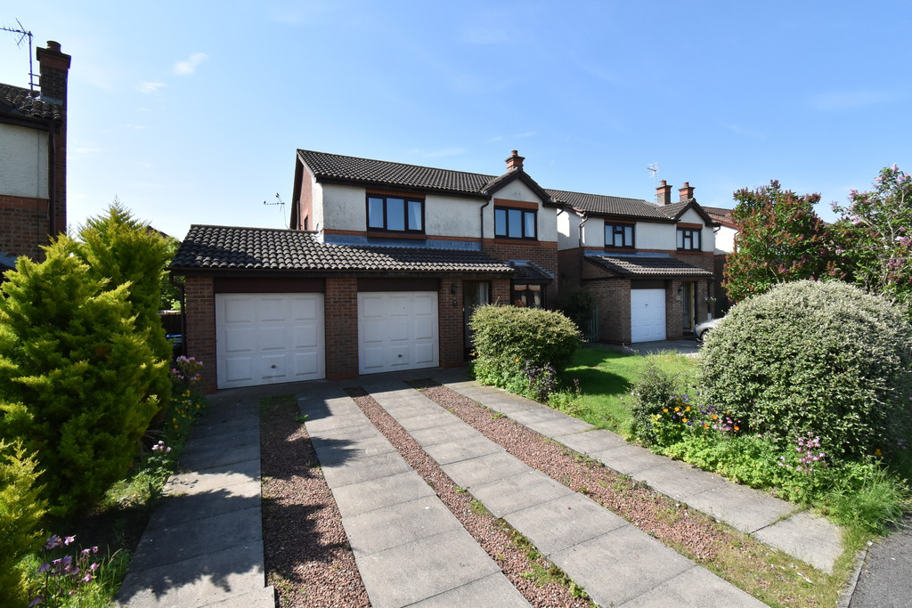 An attractive 4 bedroom Detached house with potential to update, located in this much sought after residential area within the catchment of the Broomfield Primary schools & within walking distance of the town & mainline train station. The property has a double garage, off-street parking & mature gardens.