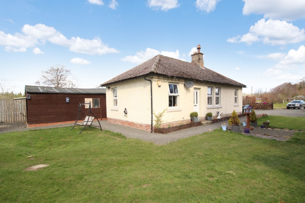 An exciting opportunity to acquire a detached three bedroom bungalow situated on a generous plot within the pleasant hamlet of Dilston near Corbridge with lovely countryside views.