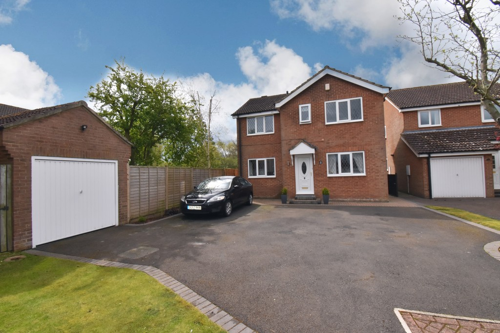 A spacious Detached House located at the head of a quiet cul de sac in the sought after Romanby area. Well presented throughout, the accommodation includes 2 reception rooms, Breakfast Kitchen, 4 Bedrooms, & 2 bathrooms. Outside there is a Detached Garage & gardens to front & rear.