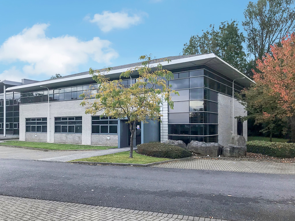 Detached two-storey office building. 25 car parking spaces. Mix of open plan and cellular offices. Excellent IT connectivity available