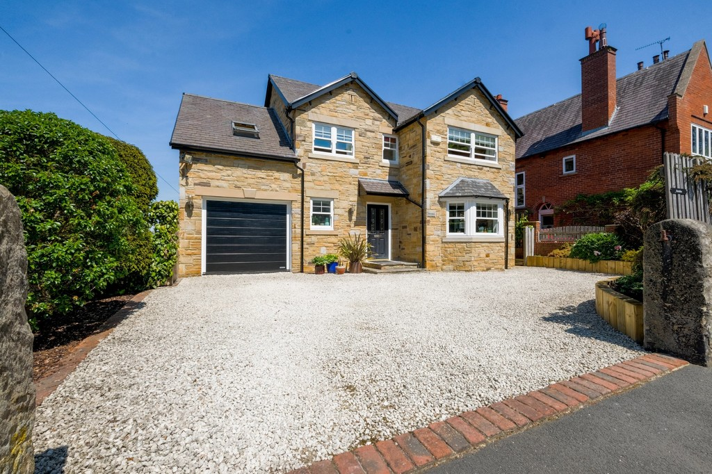 A beautifully presented detached four bedroom property located in what is considered to be a highly desirable location within Hexham. The spacious and versatile accommodation has been finished to a high specification throughout and enjoys a lovely gardens and a garage.