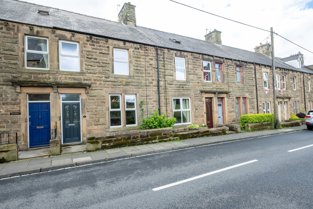 A recently renovated three bedroom mid-terrace property situated in the popular market town of Haltwhistle.