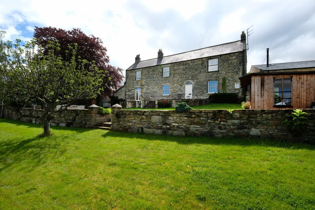 A beautiful four bedroom farmhouse pleasantly situated in a lovely countryside setting yet conveniently placed on the outskirts of Mickley and Stocksfield with easy access onto the A69.