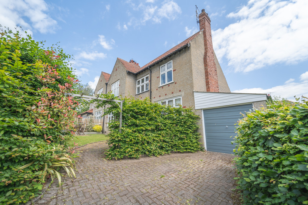 A beautifully presented three bedroom semi detached house located in a desirable area of Hexham within walking distance of all the facilities and amenities. The property has in recent times undergone refurbishment works and benefits from gardens and a garage.