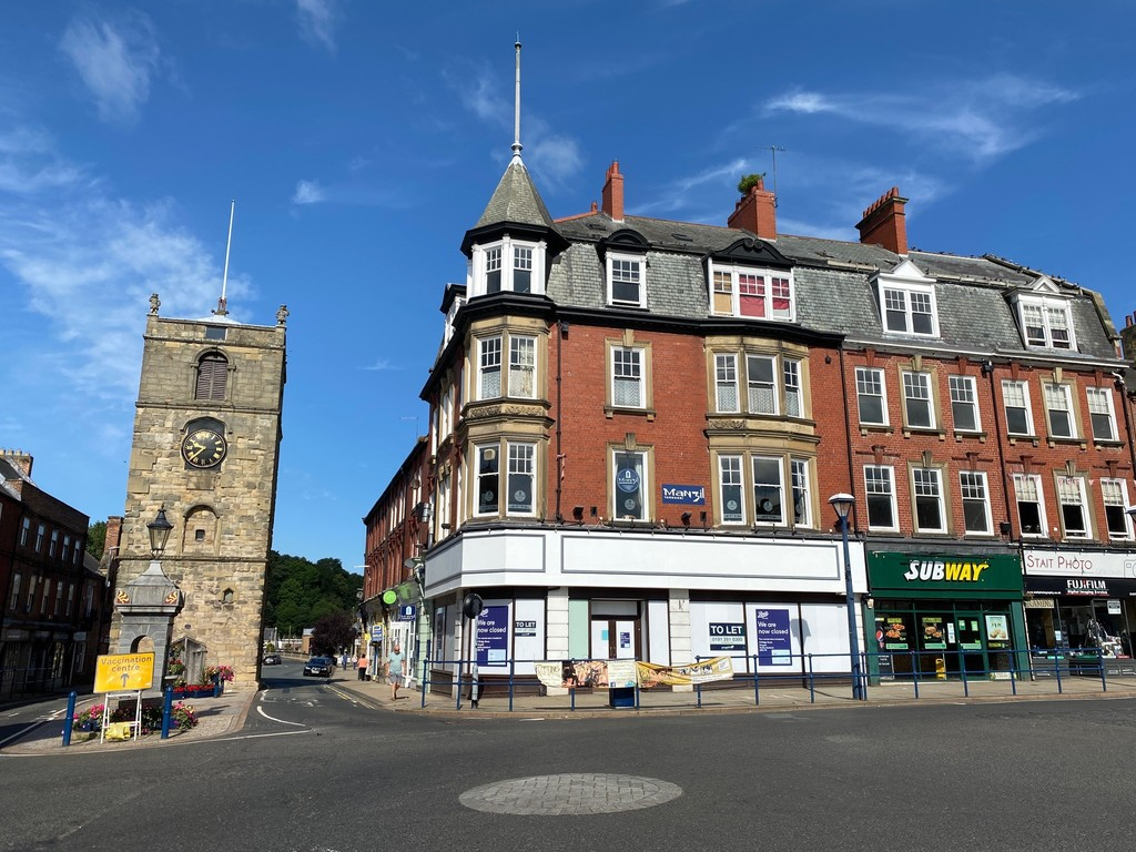 Prominent double fronted shop unit to let.  Strong pitch in prosperous market town. Rent £25,000 per annum (shop only). Freehold of whole building available for sale at offers in excess of £500,000