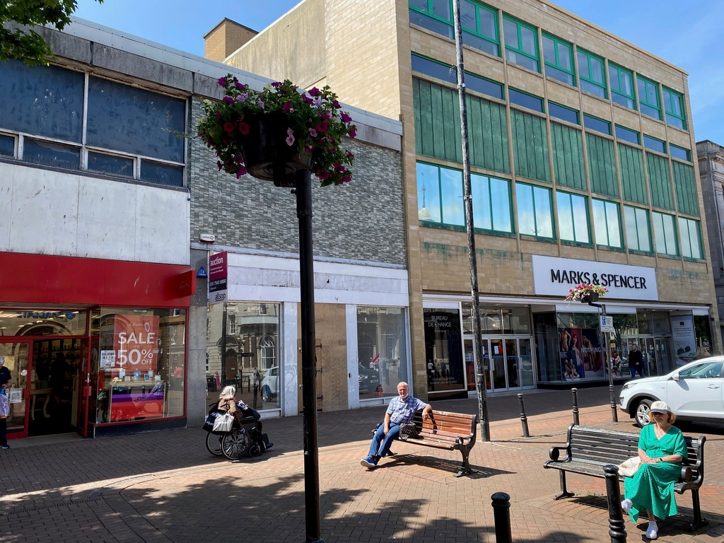 •Well fitted shop to let•City centre location•Next door to Marks & Spencer•Rent £35,000 per annum•Incentives available