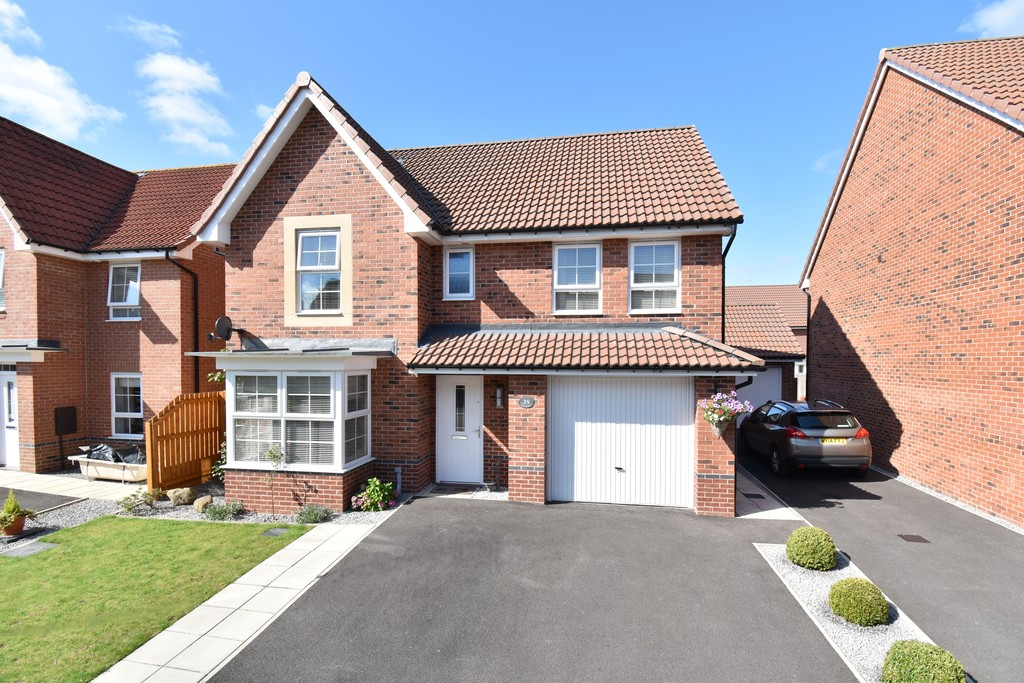 A beautifully presented detached house located on the ever popular Castlegate development within easy reach of the town & facilities.The property has an open plan kitchen diner overlooking a larger than average westerly facing garden & 4 double bedrooms. There is ample off-street parking & a large single garage.