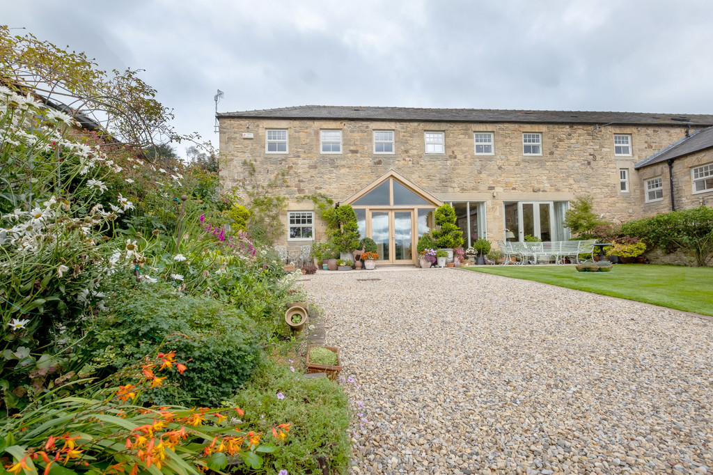 Birch Steading is a stunning four bedroom barn conversion pleasantly situated in a lovely countryside setting yet conveniently placed for easy access onto the A69 and the pretty village of Newton.