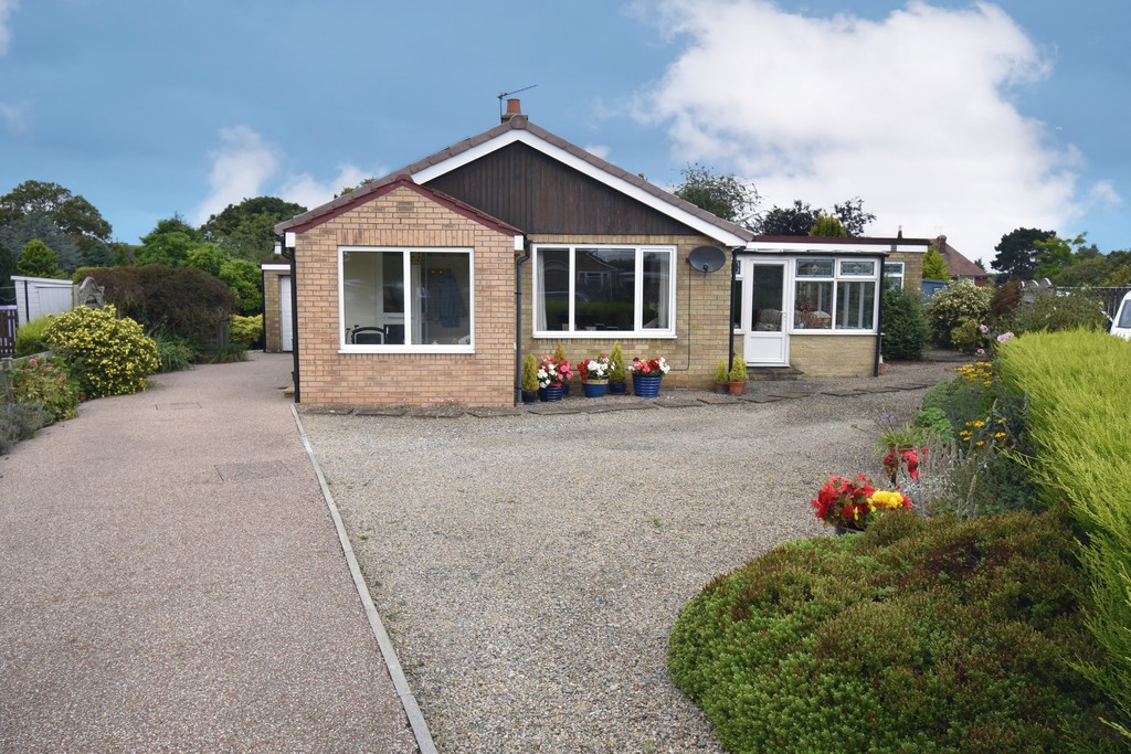 A deceptively spacious 3 bedroom detached bungalow located at the head of quiet cul de sac on the sought after south side of town within easy walking distance of both the High Street & nearby facilities. The property has 3 reception rooms including a conservatory & attractive gardens to 3 sides. There is ample off street parking and a single garage.