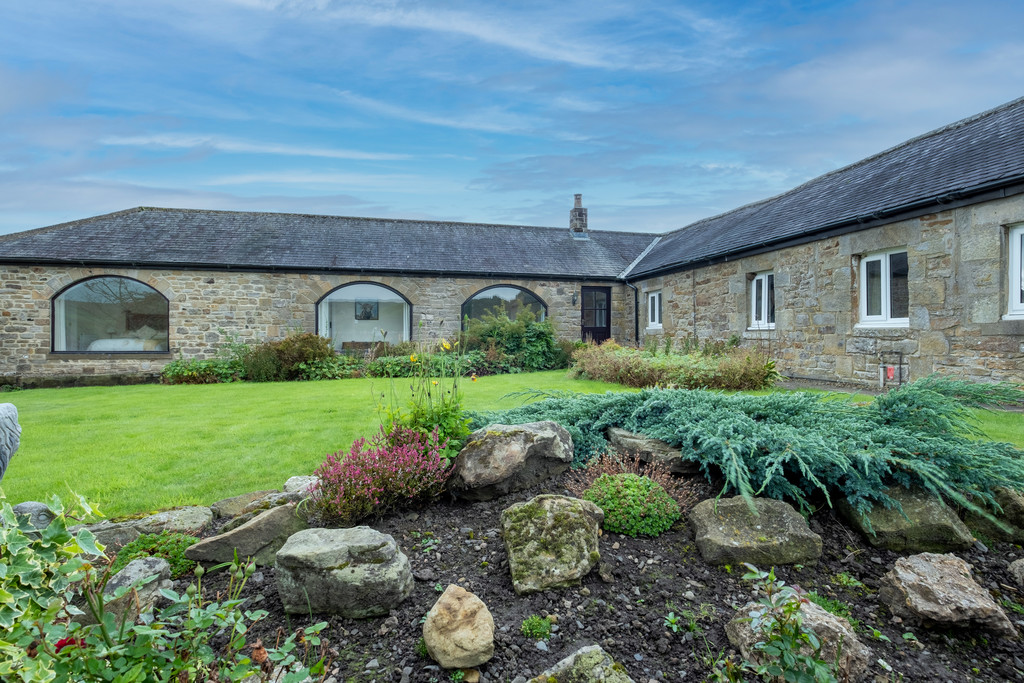 Barren Knowe is a superb four bedroom, stone built bungalow situated in the heart of the Northumberland National Park, with picturesque views of the surrounding countryside.