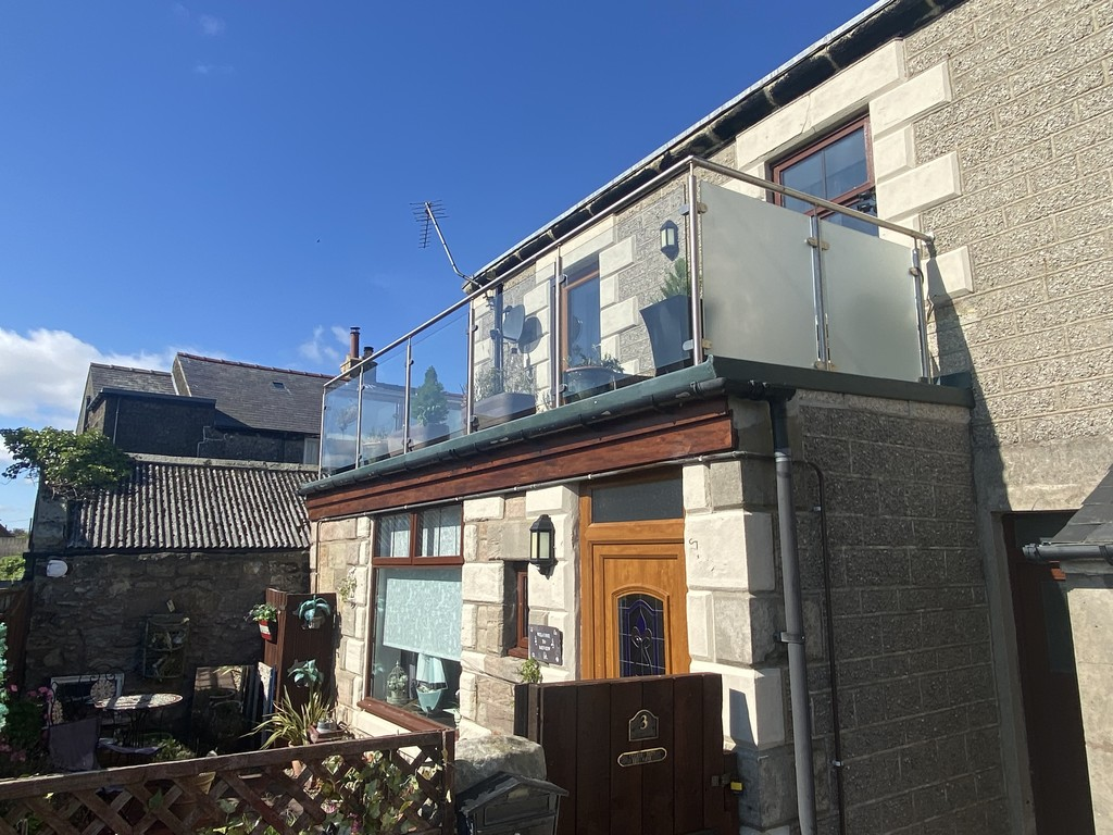 A seaside retreat with plentiful living space. This three-bedroom house offers versatile living space split over two floors, the property benefits from a private garden and a balcony with views towards the sea