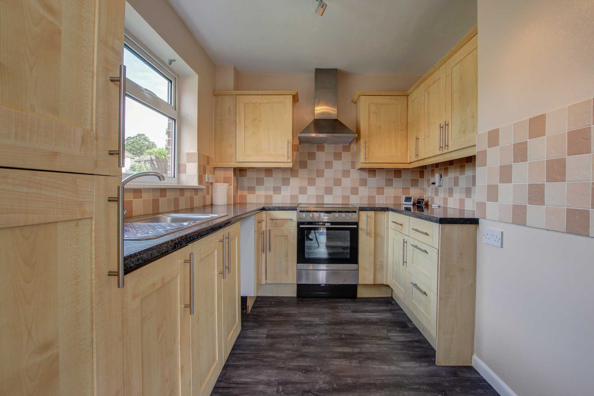 2 bed end of terrace house to rent in Fishers Close, Blandford Forum, Blandford Forum  - Property Image 2