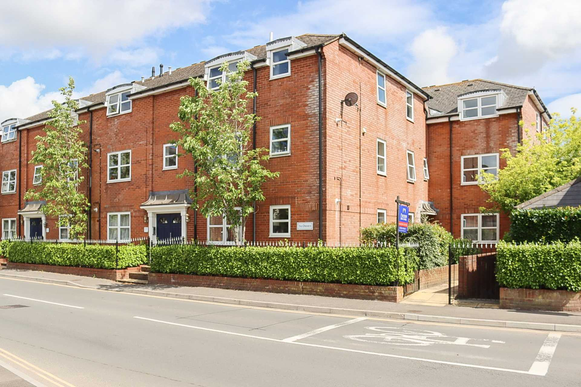2 bed flat for sale in The Orkneys, Blandford Forum, Blandford Forum - Property Image 1