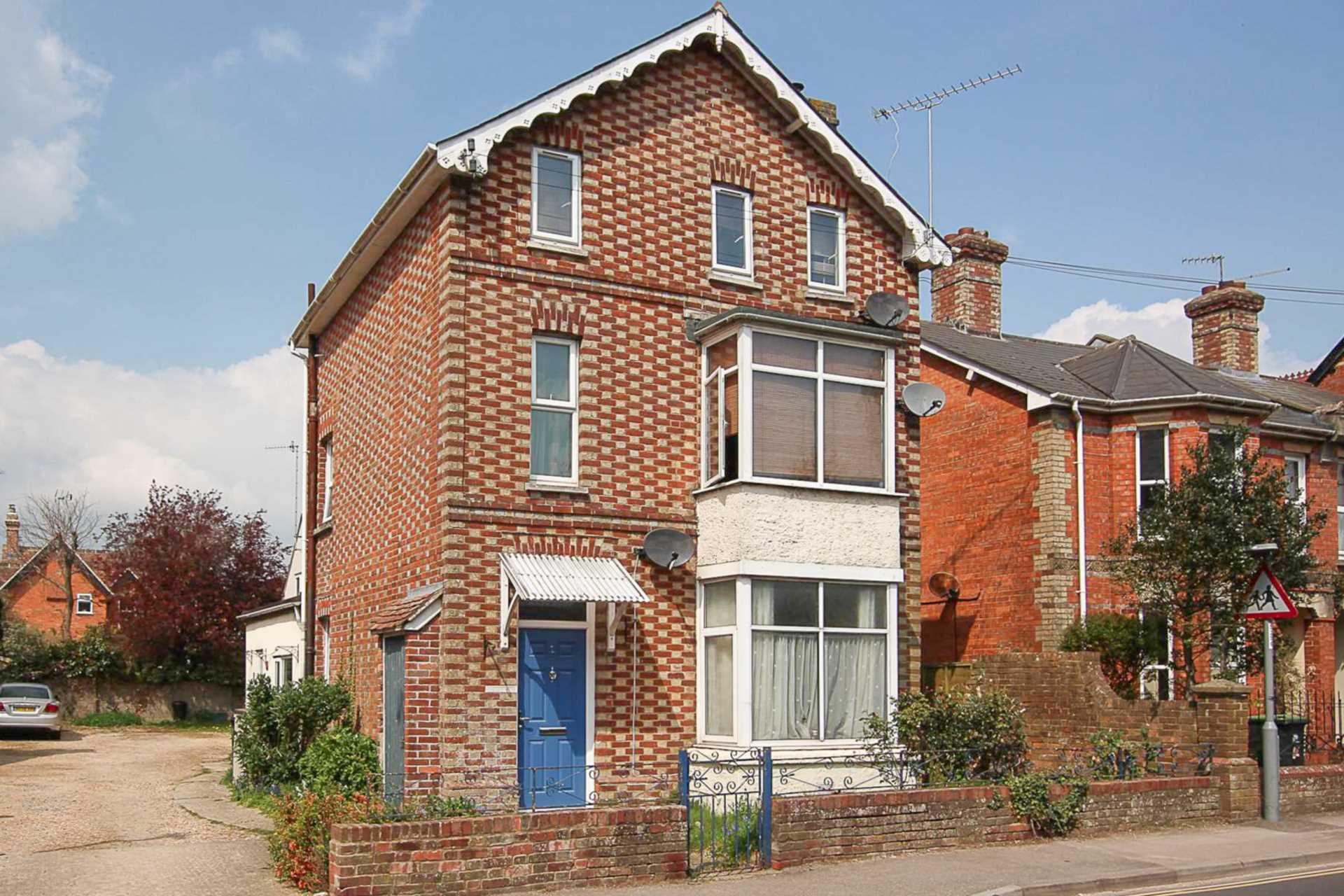 2 bed flat for sale in Salisbury Road, Blandford Forum, Blandford Forum - Property Image 1